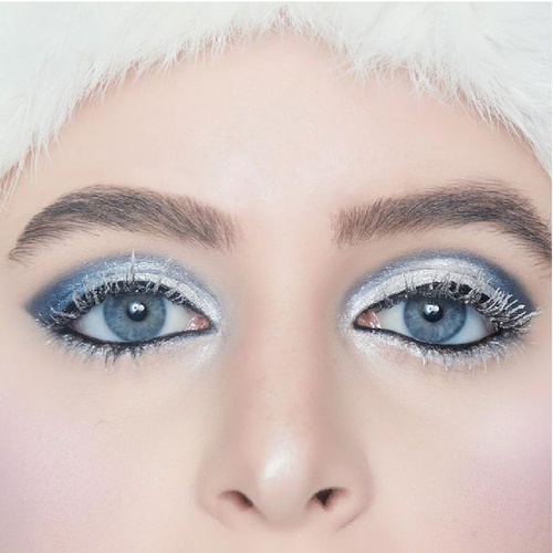 Porcelain white skin ❄️ icy blue eyes ❄️ Icicle lashes ❄️ It's a #winterwonderland over at H&B  Xoxo Yoch & Cam  . . #HBwintershoot #winter #wintermakeup❄️ #wintermakeuplook #wintermakeupideas #hairandblush #hairandblushacademy #hairandblushonline